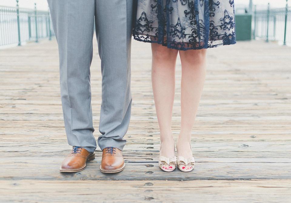 גלגולם של מכנסיים – מהחצאית המסורתית ועד לג'ינס העכשווי