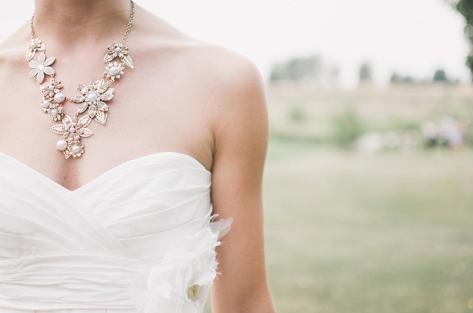 שמלות ערב לחתונה – שלוש דרכים להקל עליך את הבחירה