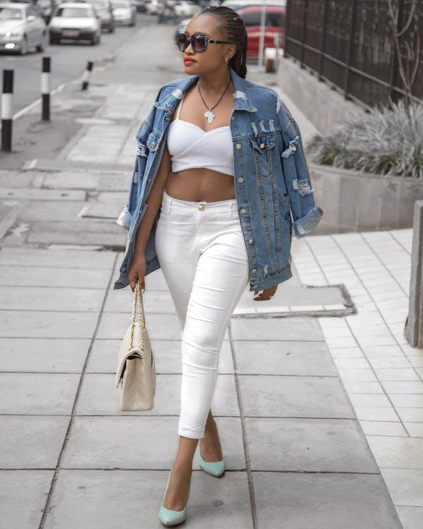 ג'ינס בצבע לבן